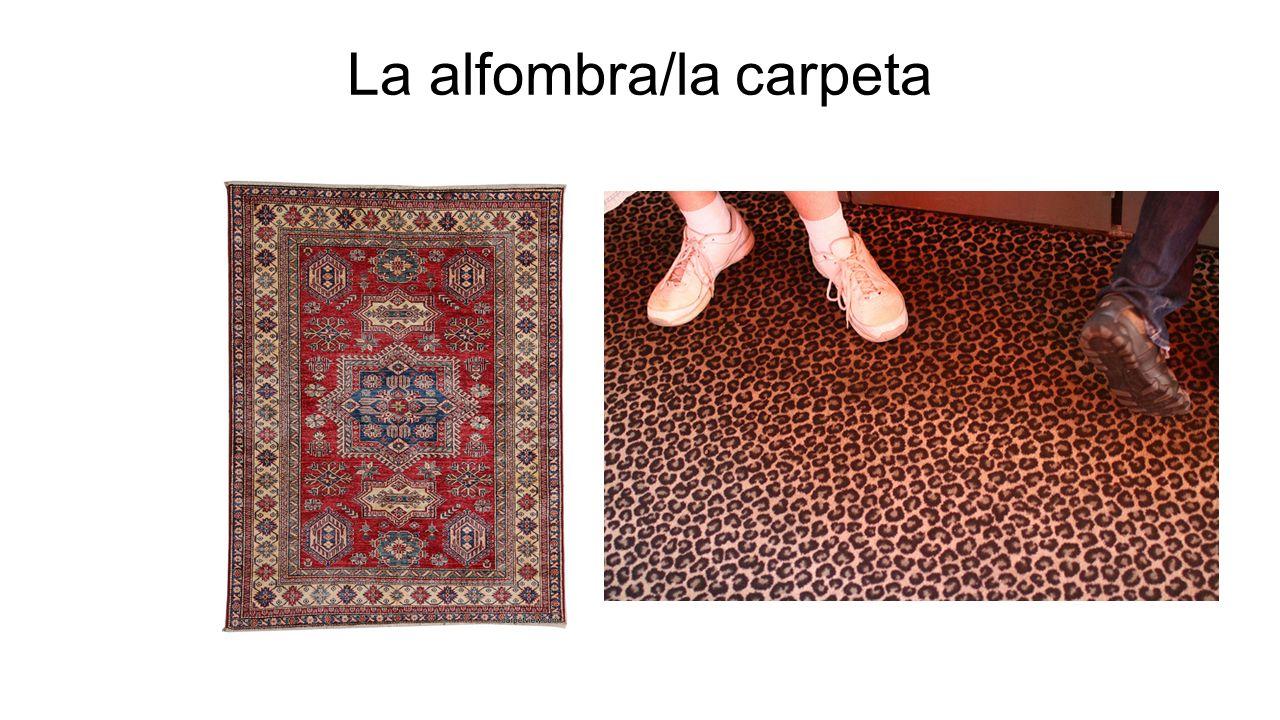 La alfombra/la carpeta