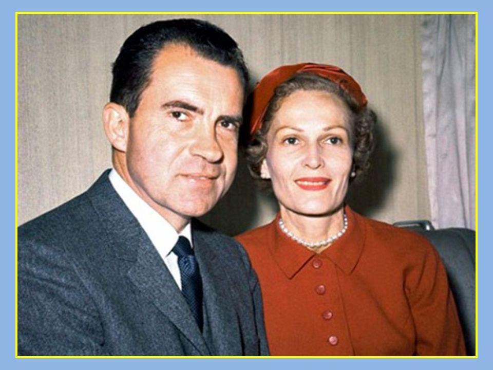 Ella era una inocente o simulaba no saber nada de las aventuras de su marido .