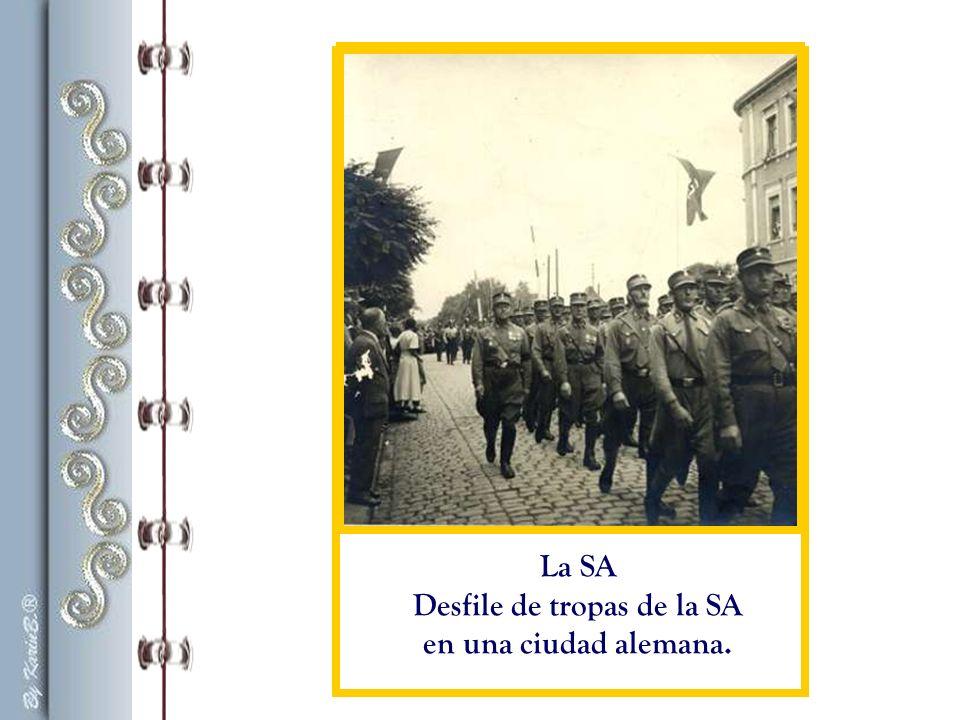«Recuerdo que ya en 1932 pasaban las tropas de la SA, cantando: Cuando salpica del cuchillo la sangre judía .» Palabras de Otto Frank