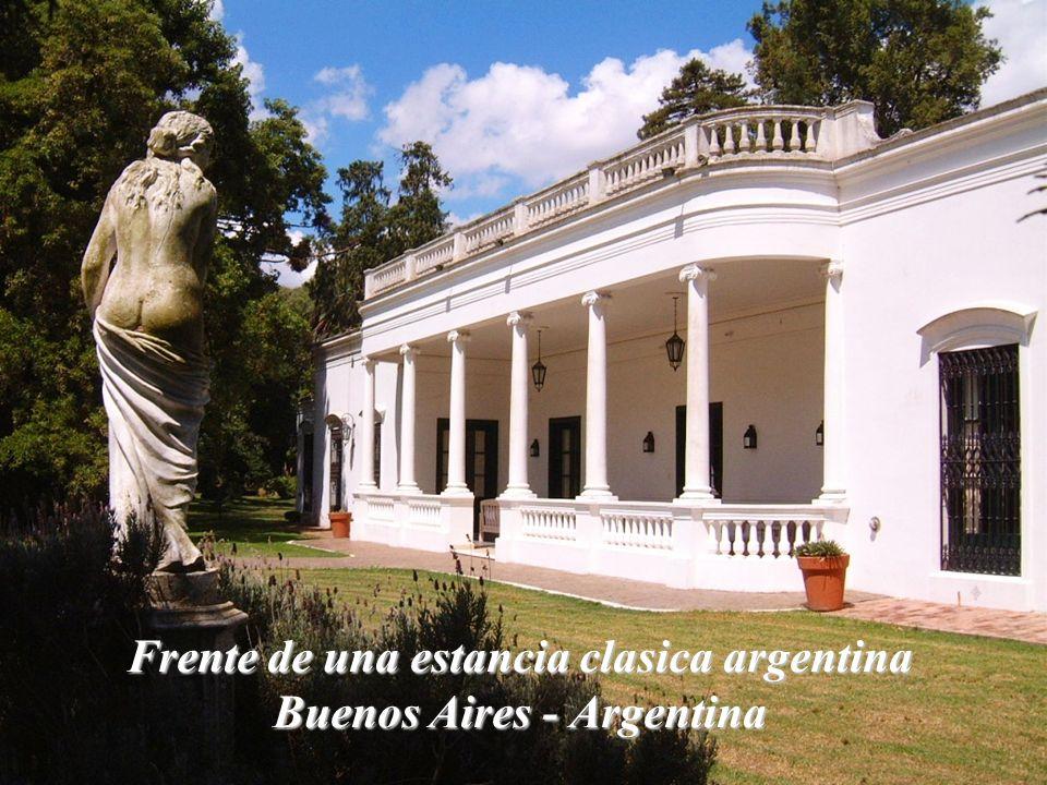 Frente de una estancia clasica argentina Buenos Aires - Argentina