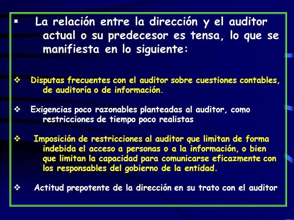 La relación entre la dirección y el auditor actual o su predecesor es tensa, lo que se manifiesta en lo siguiente: Disputas frecuentes con el auditor sobre cuestiones contables, de auditoría o de información.