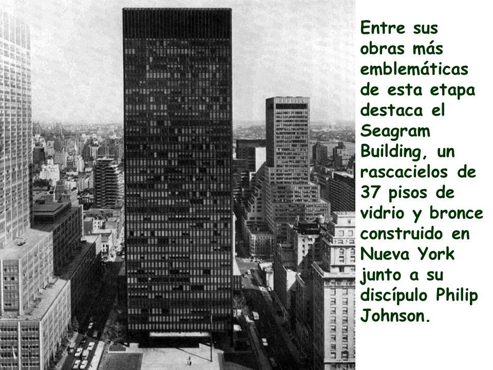 Entre sus obras más emblemáticas de esta etapa destaca el Seagram Building, un rascacielos de 37 pisos de vidrio y bronce construido en Nueva York jun