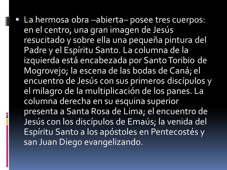 La hermosa obra –abierta– posee tres cuerpos: en el centro, una gran imagen de Jesús resucitado y sobre ella una pequeña pintura del Padre y el Espíri