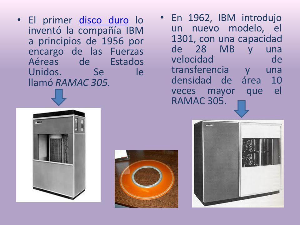 El primer disco duro lo inventó la compañía IBM a principios de 1956 por encargo de las Fuerzas Aéreas de Estados Unidos.