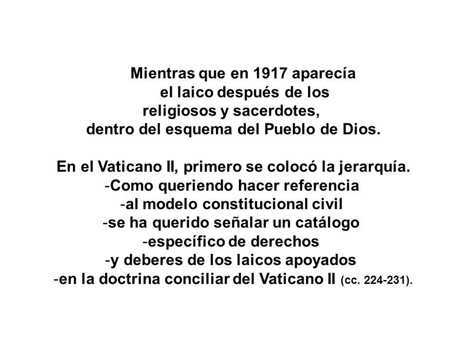 Mientras que en 1917 aparecía el laico después de los religiosos y sacerdotes, dentro del esquema del Pueblo de Dios. En el Vaticano II, primero se co