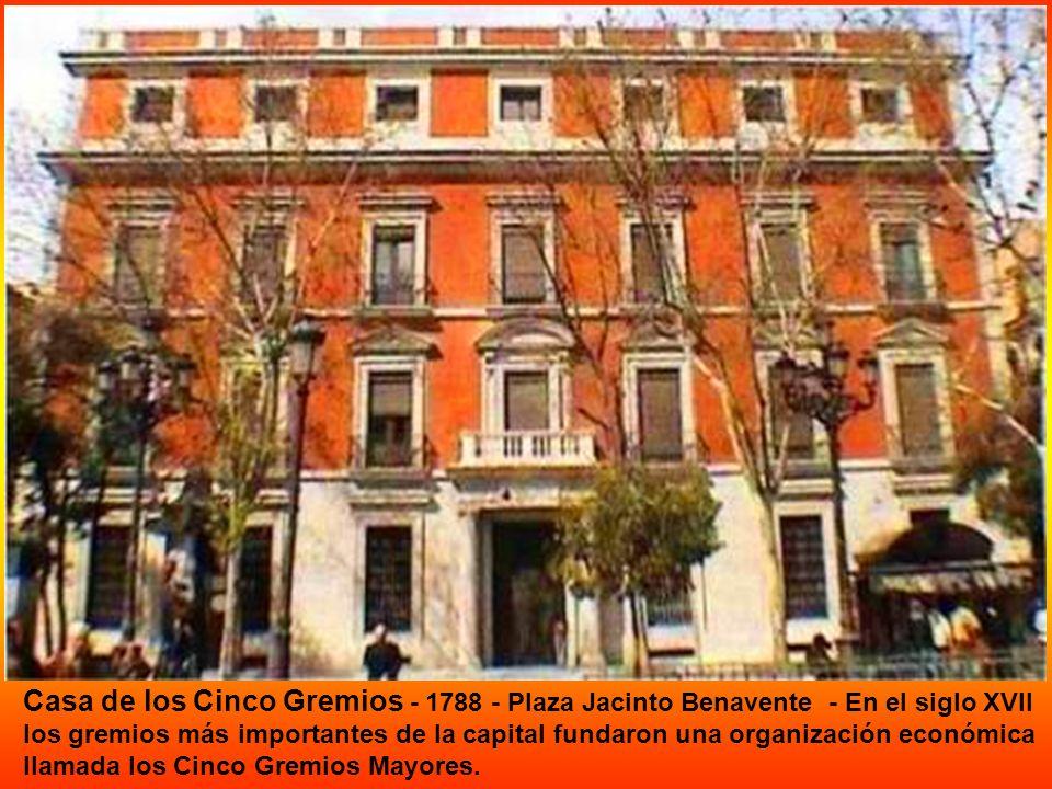 REAL CASA DE LA ADUANA Carlos III encargó en 1761 a Francisco Sabatini el proyecto de construcción de una nueva casa de la aduana en la calle de Alcal