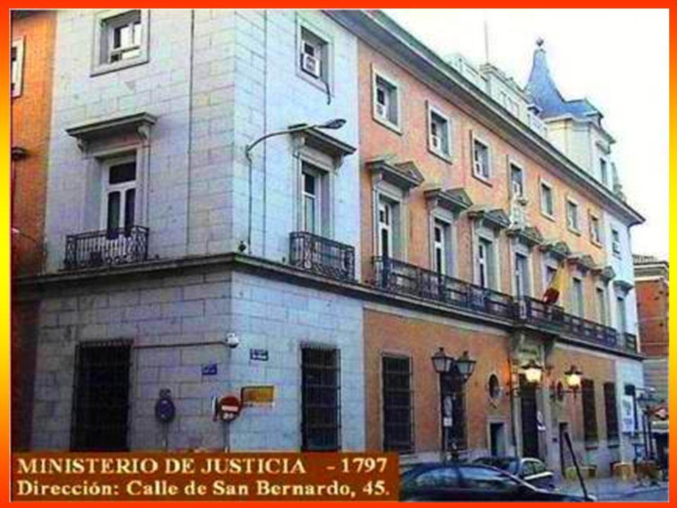 Casa de los Cinco Gremios - 1788 - Plaza Jacinto Benavente - En el siglo XVII los gremios más importantes de la capital fundaron una organización econ