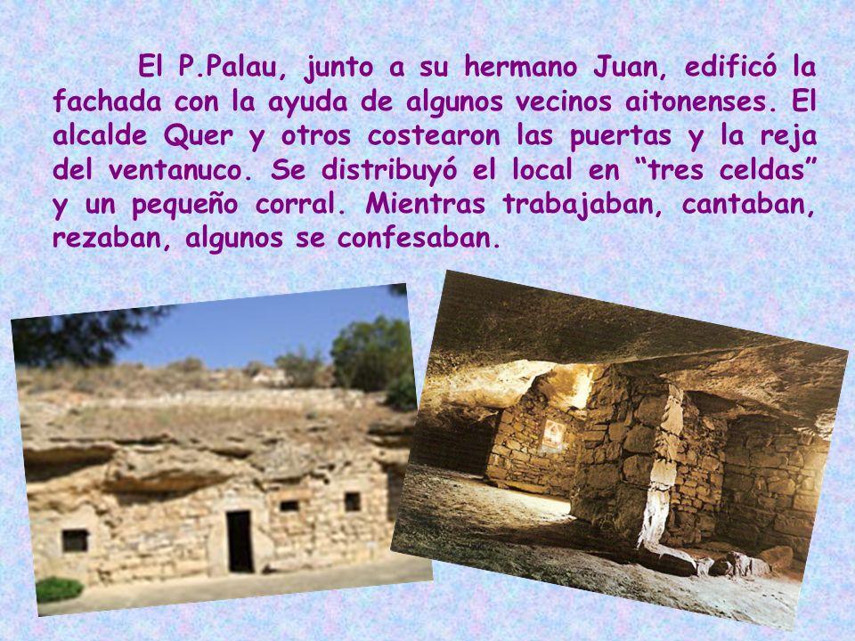 El P.Palau, junto a su hermano Juan, edificó la fachada con la ayuda de algunos vecinos aitonenses. El alcalde Quer y otros costearon las puertas y la