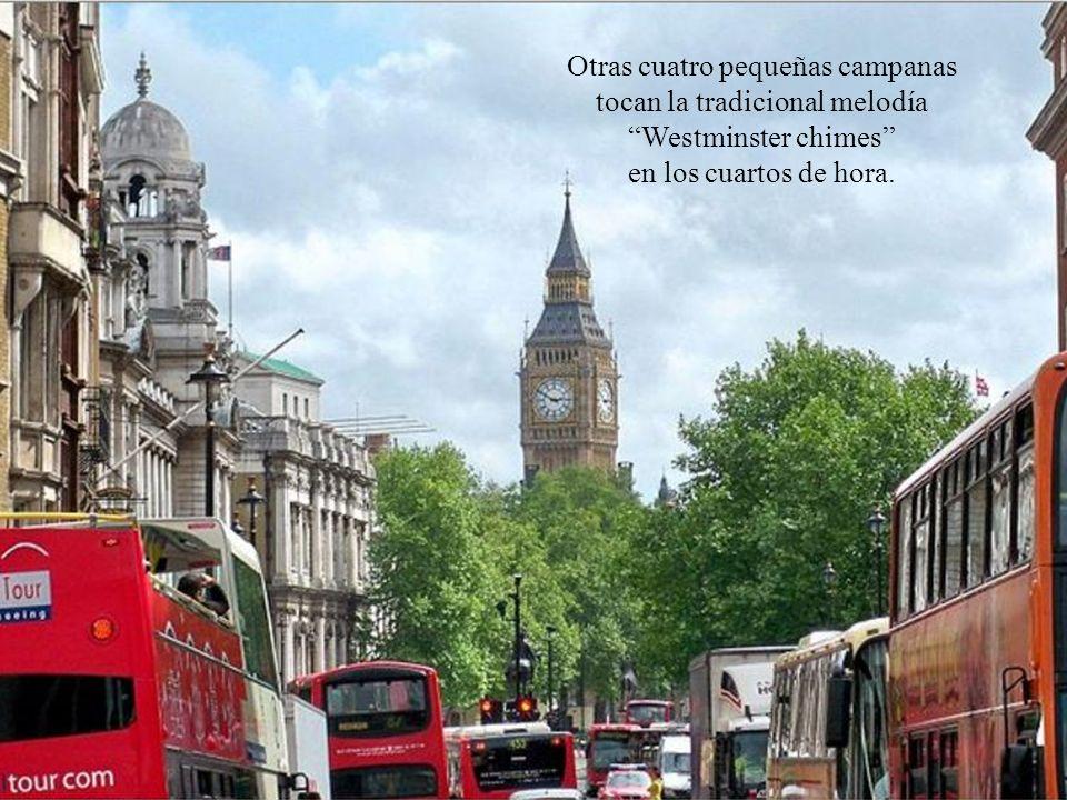 En realidad, Big Ben se refiere a la gran campana del reloj, de 13.8 toneladas de peso, que se encarga de dar las horas.