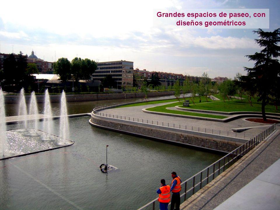 Grandes espacios de paseo, con diseños geométricos
