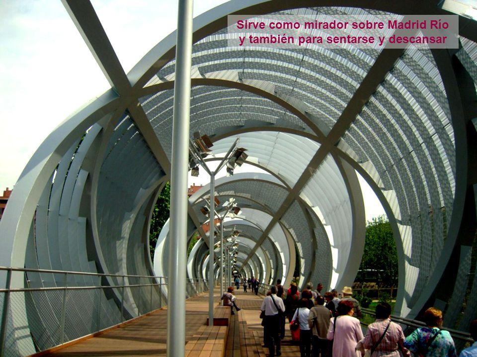 Sirve como mirador sobre Madrid Río y también para sentarse y descansar