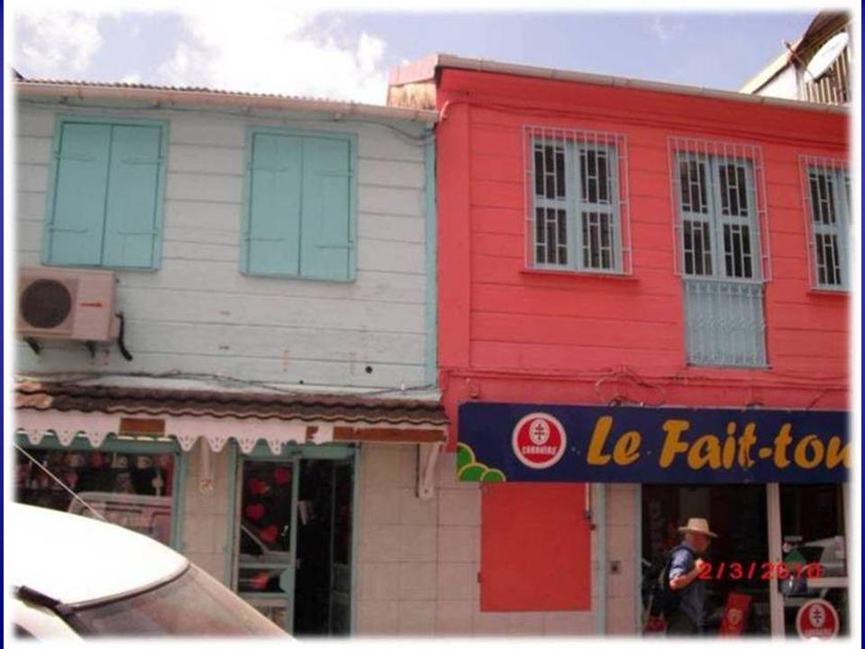 La isla de la Martinica debe su nombre a Cristóbal Colón, quien la descubrió en 1502. Esta isla pertenece al grupo de las llamadas Antillas Menores y