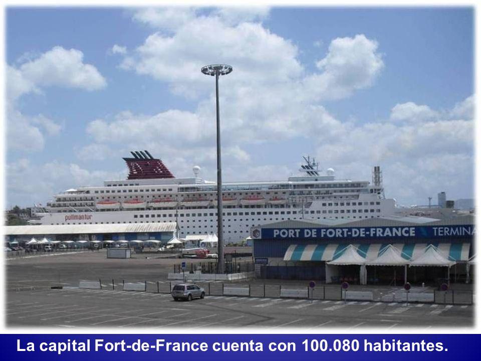 La capital Fort-de-France cuenta con 100.080 habitantes.