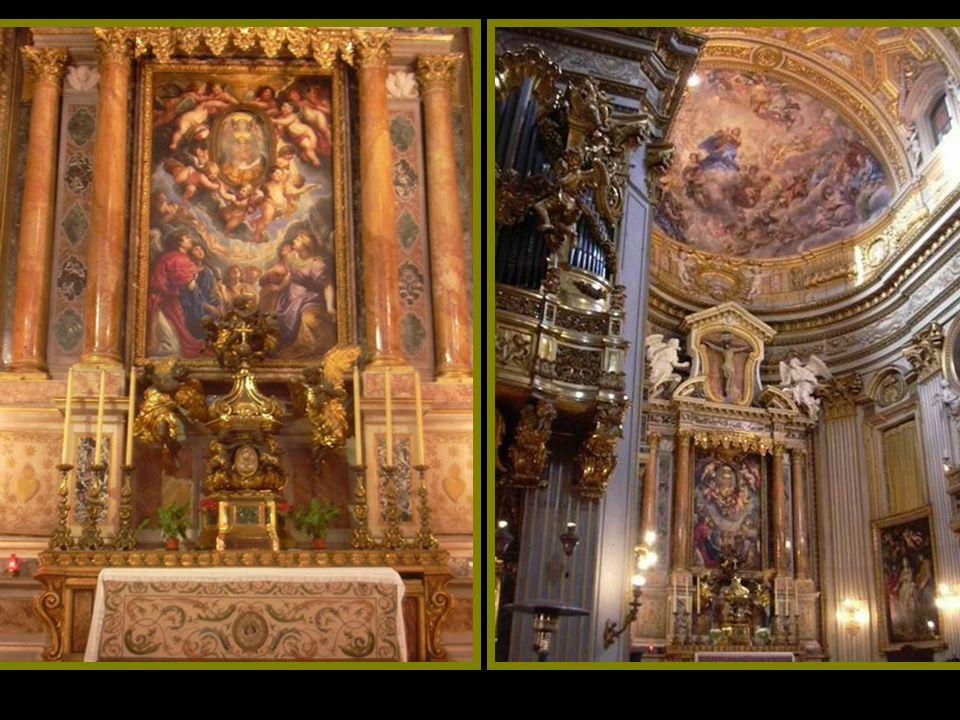 Es conocida por sus altares Barocci, el techo pintado al fresco por Cortona y las pinturas de Rubens alrededor del altar, hechas en pizarra y cobre.
