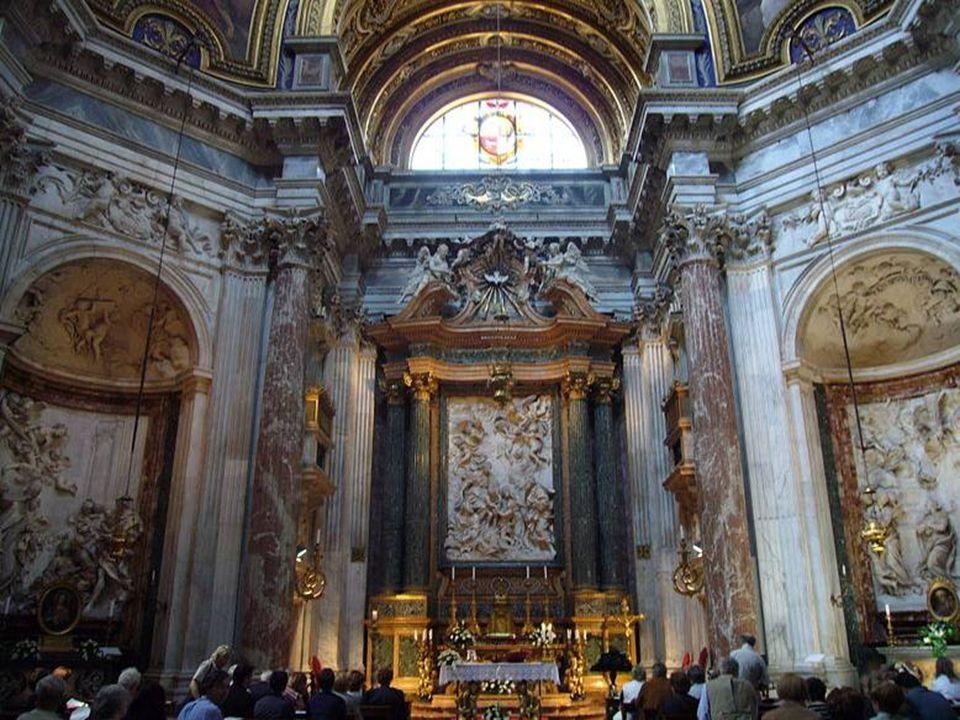 La iglesia Sant Agnese in Agone se encuentra en el lado occidental de Piazza Navona.