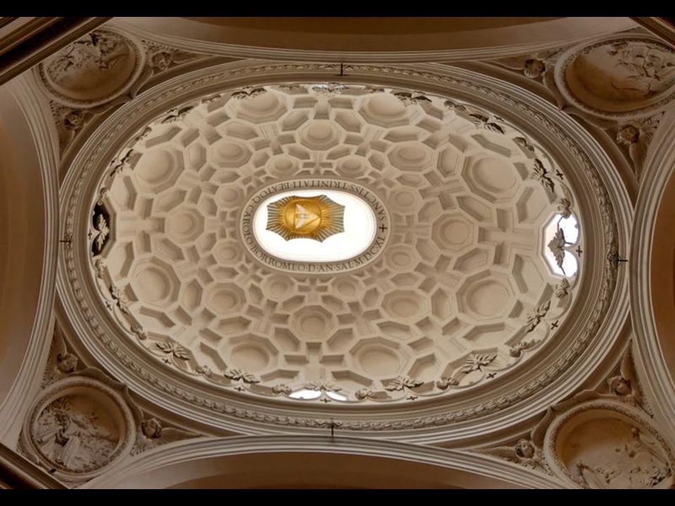 San Carlo alle Quattro Fontane (también llamada San Carlino) es una iglesia construida entre 1638 y 1641.