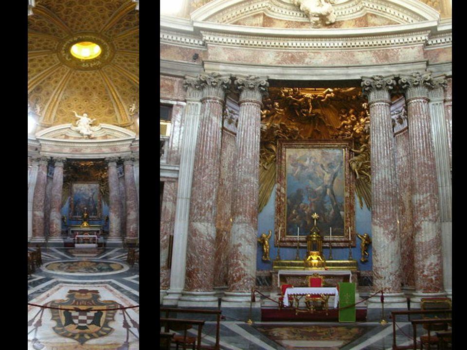 Sant'Andrea al Quirinale (en español: «San Andrés en el Quirinal») es una iglesia barroca, sede del noviciado de la Compañía de Jesús, situada en la c