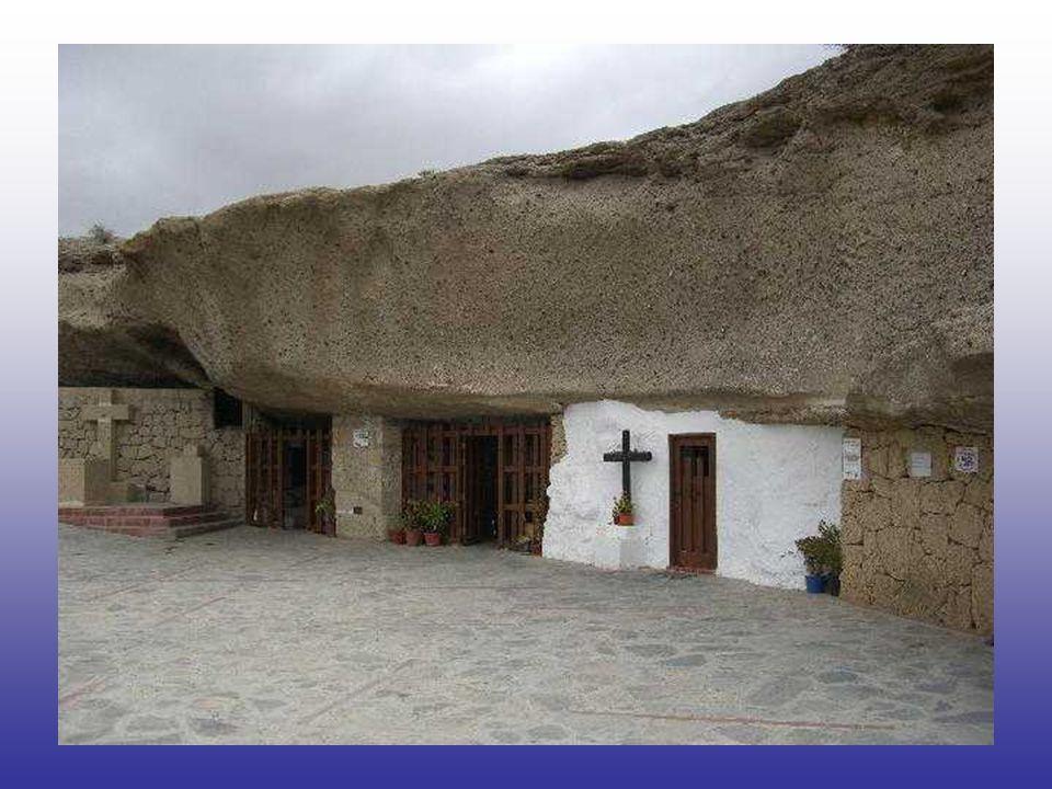Según Vásquez, Betancur llegó a la ciudad el 18 de febrero de 1651, estaba enfermo y fue internado en el Hospital de Santiago. Después de sanar, fue a