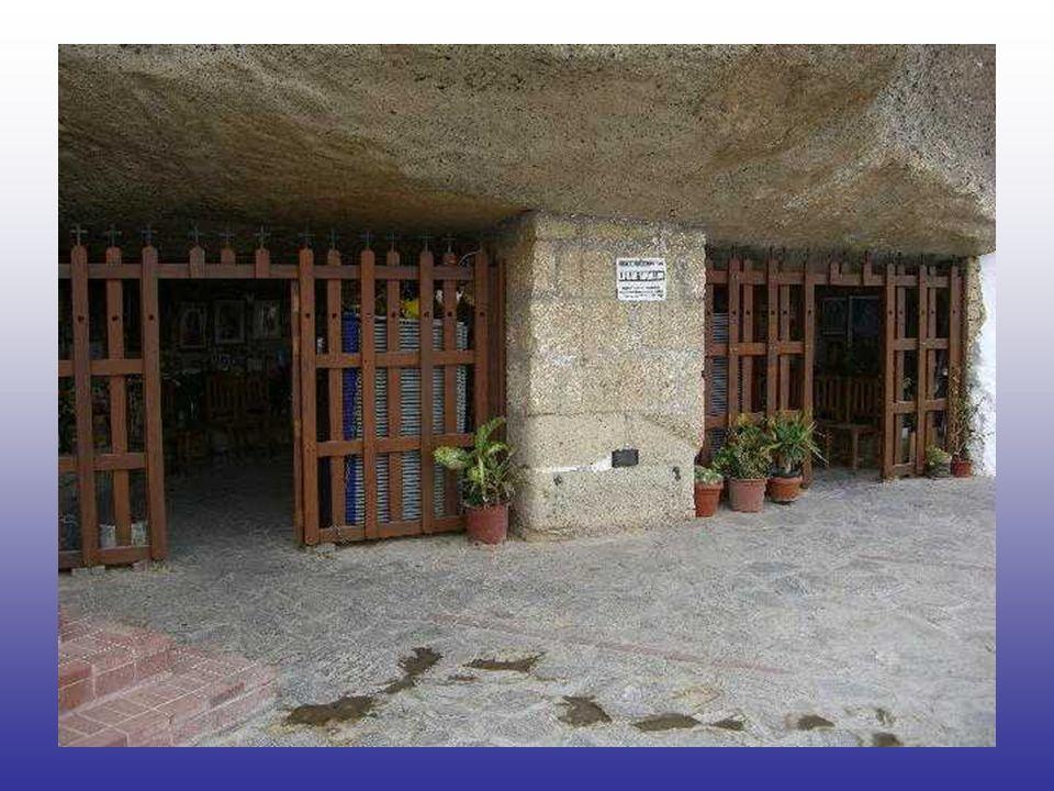 Así, el 24 de febrero de 1658 fundó el Hospital de Belén para Convalecientes, en una pequeña casa, frente a la actual Plaza de la Paz, por la que pagó