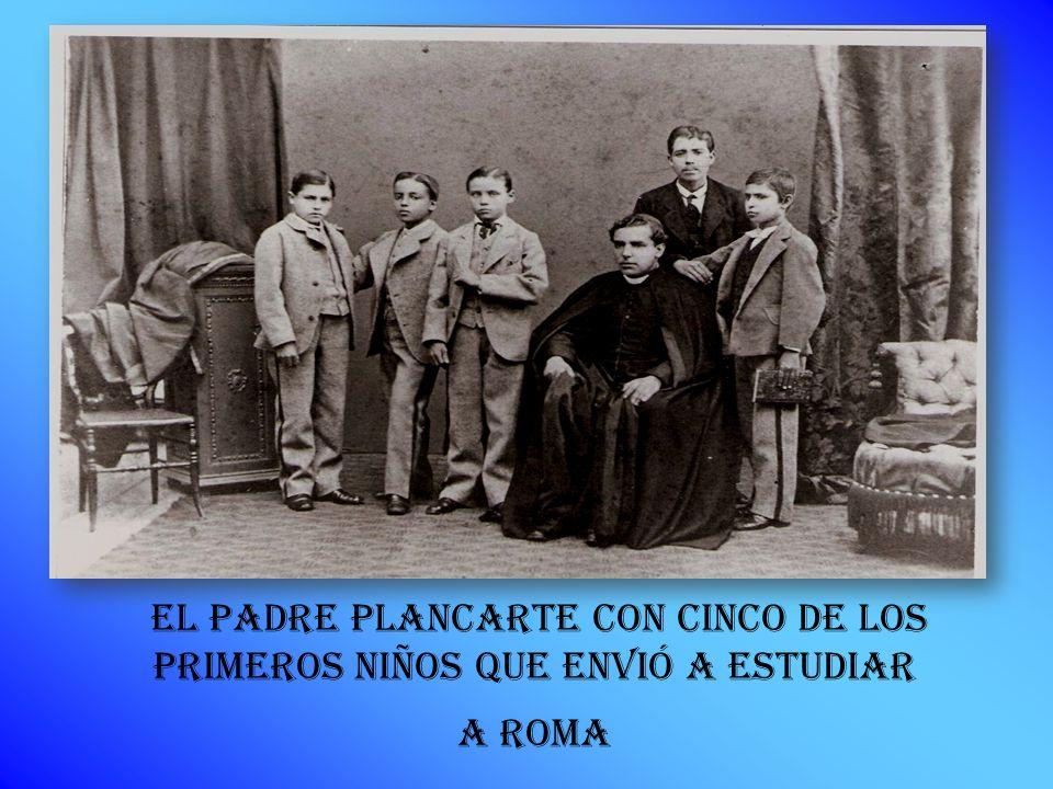 EL PADRE PLANCARTE con cinco de los primeros niños que ENVIÓ A ESTUDIAR A ROMA