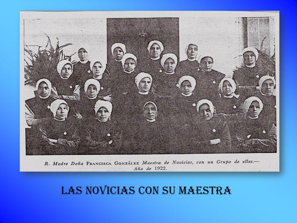 LAS NOVICIAS CON SU MAESTRA