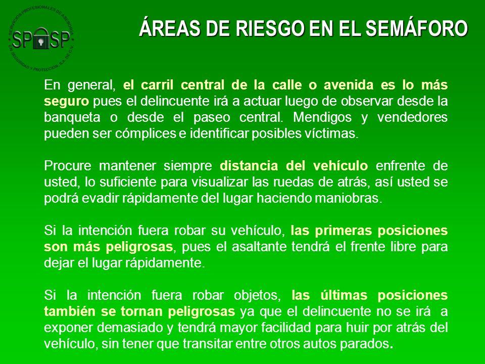 ÁREAS DE RIESGO EN EL SEMÁFORO En general, el carril central de la calle o avenida es lo más seguro pues el delincuente irá a actuar luego de observar
