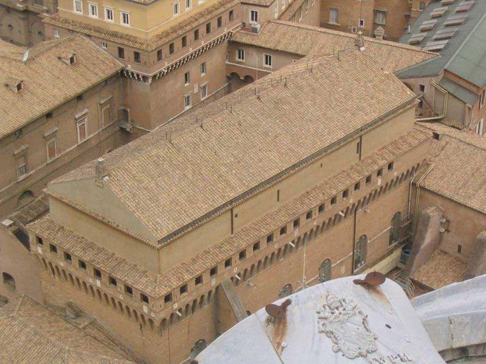 La Capilla Sixtina es uno de los más famosos tesoros artísticos de la Ciudad del Vaticano, construida entre el 1471 y el 1484, en la época del papa Si