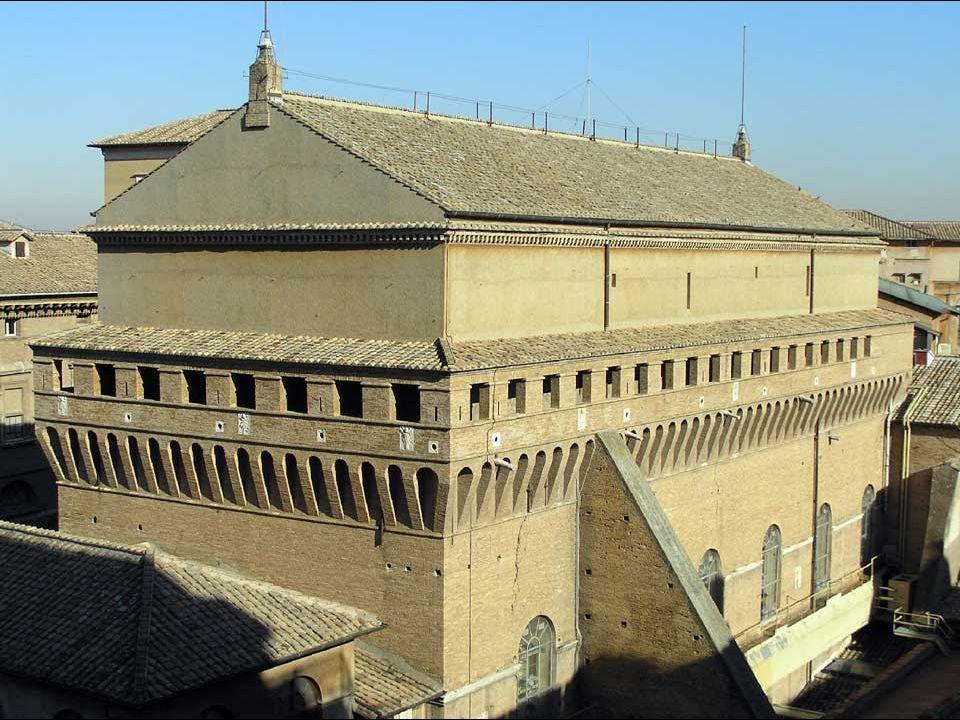 La capilla es de forma rectangular y mide 40,93 m de longitud por 13,41 de anchura (las dimensiones del Templo de Salomón según el Antiguo Testamento)