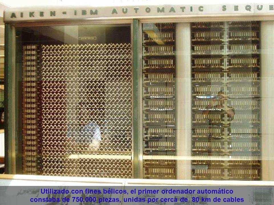 En 1943, por encargo de la Marina norteamericana, IBM construyó el Mark I, un ordenador totalmente electromecánico de 17 m de largo, 2,5 m de altura, y 5 toneladas de peso.
