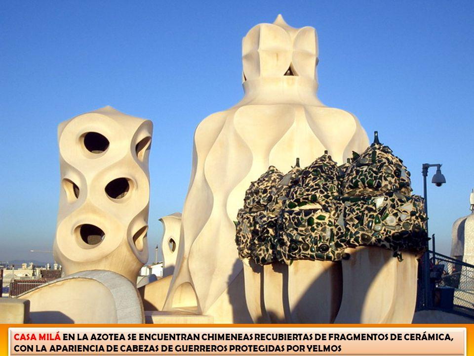CASA MILÁ – AZOTEA DE LA PEDRERA XEMENEIES (CHIMENEAS) SUS FANTASMAGÓRICAS CHIMENEAS, QUE A RATOS PARECEN GUERREROS, A VECES ESPÍRITUS SOBRE EL DESIER