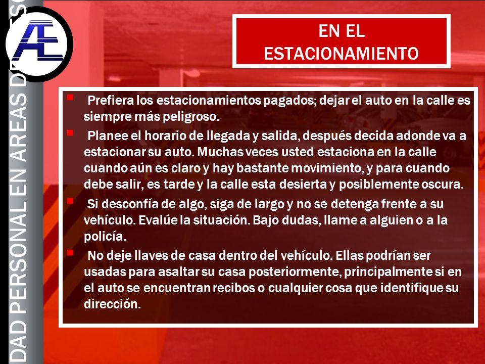 9 EN EL ESTACIONAMIENTO Prefiera los estacionamientos pagados; dejar el auto en la calle es siempre más peligroso. Planee el horario de llegada y sali