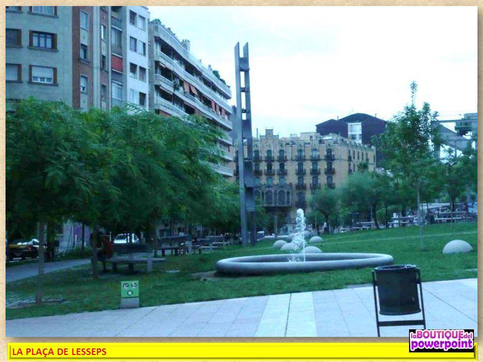 LA PLAÇA DE LESSEPS Inaugurada su nueva imagen en el 2009, es obra del arquitecto Albert Viaplana. Antes de 1895 la plaza se había llamado «Josepets»,