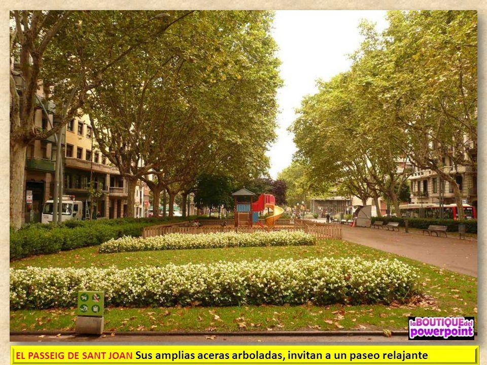 EL PASSEIG DE SANT JOAN, es una calle situada en una parte en el distrito de Gràcia. empezado en el año 1795 y acabado en 1802