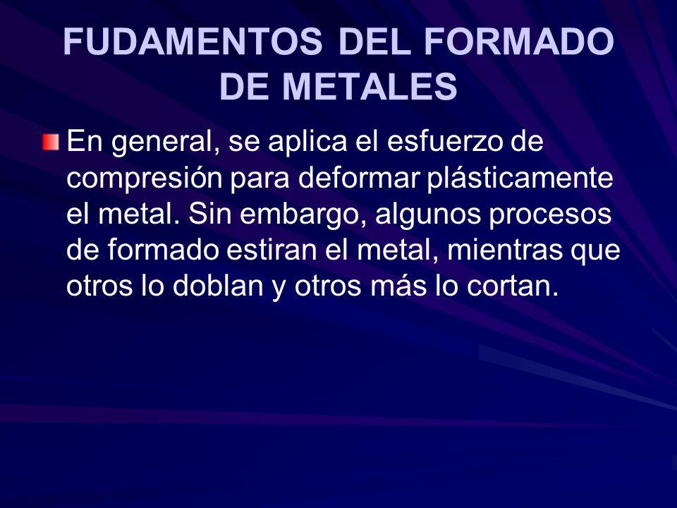 En general, se aplica el esfuerzo de compresión para deformar plásticamente el metal. Sin embargo, algunos procesos de formado estiran el metal, mient