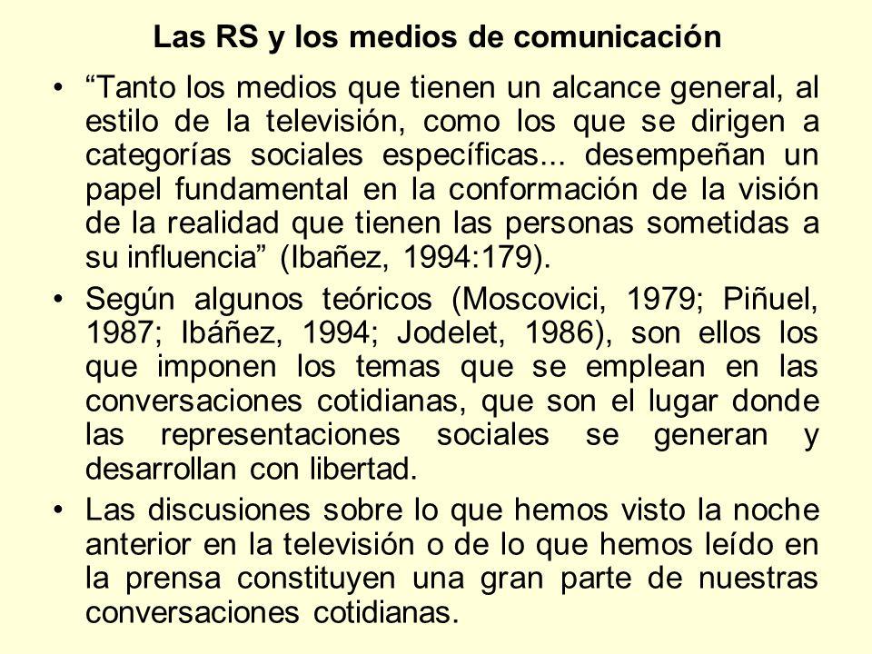 Las RS y los medios de comunicación Tanto los medios que tienen un alcance general, al estilo de la televisión, como los que se dirigen a categorías s
