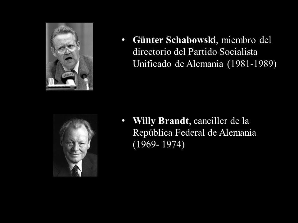 Günter Schabowski, miembro del directorio del Partido Socialista Unificado de Alemania (1981-1989) Willy Brandt, canciller de la República Federal de