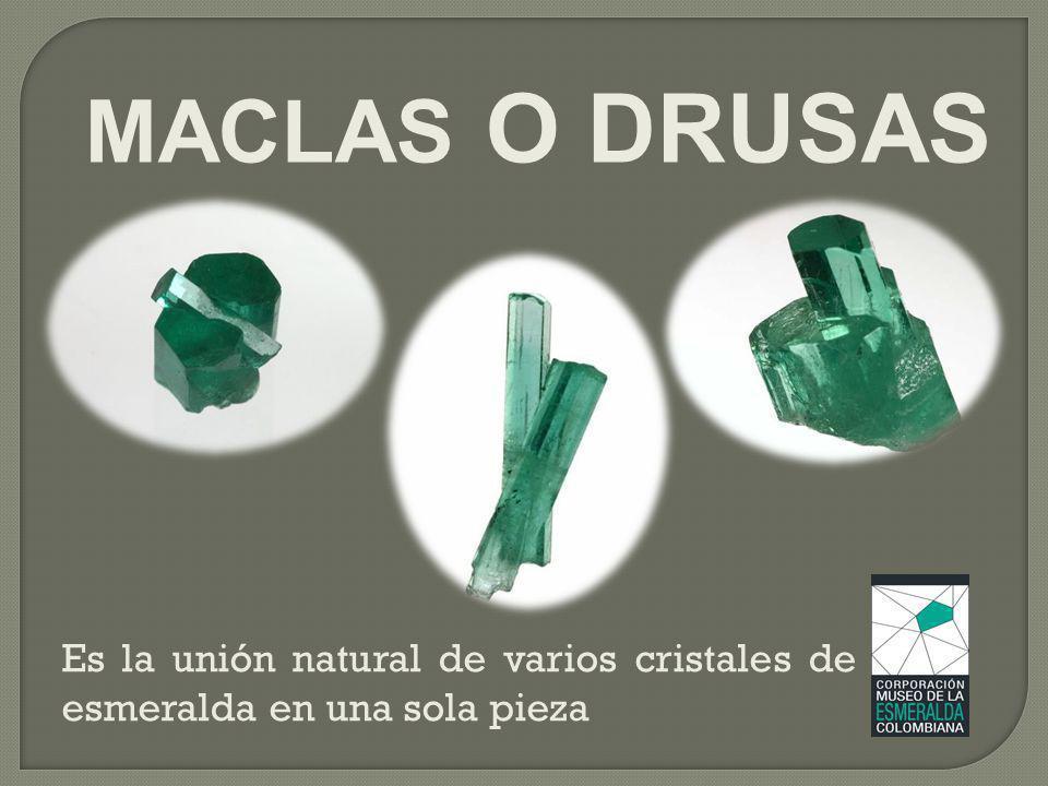 Es la unión natural de varios cristales de esmeralda en una sola pieza MACLAS O DRUSAS