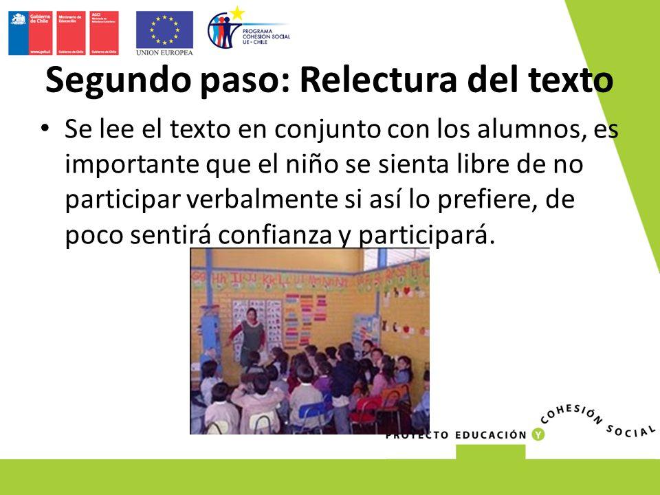 Se lee el texto en conjunto con los alumnos, es importante que el niño se sienta libre de no participar verbalmente si así lo prefiere, de poco sentirá confianza y participará.