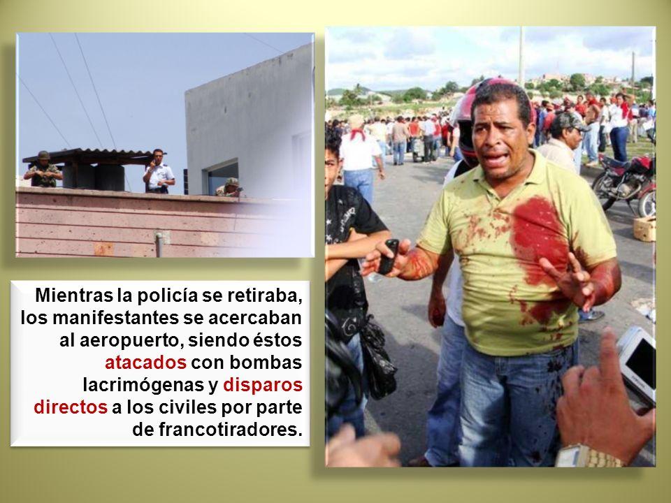 Mientras la policía se retiraba, los manifestantes se acercaban al aeropuerto, siendo éstos atacados con bombas lacrimógenas y disparos directos a los