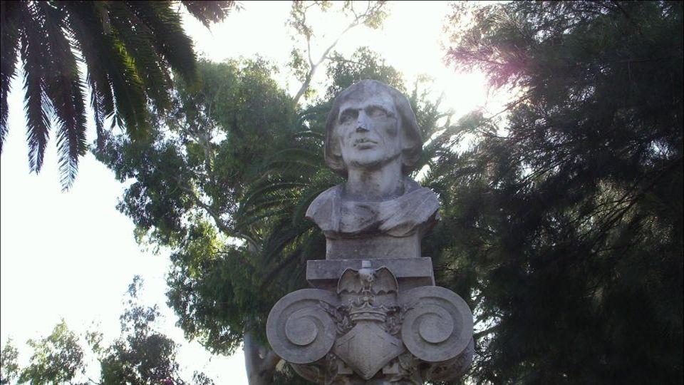 El asunto provocó tal enfrentamiento de palabras entre Colón y los Reyes que lo expulsaron para siempre de España, negándole toda ayuda y Colón decidi
