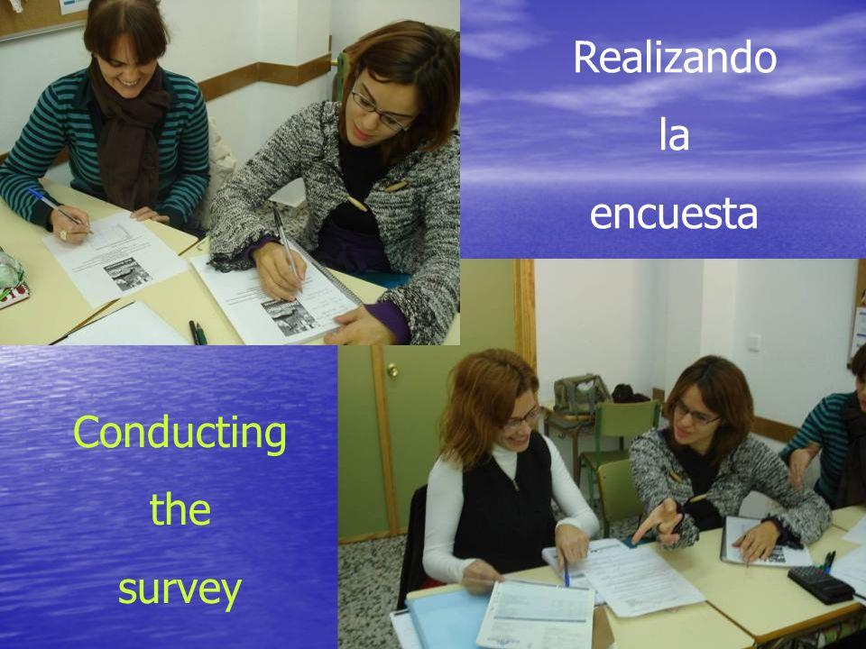Realizando la encuesta Conducting the survey