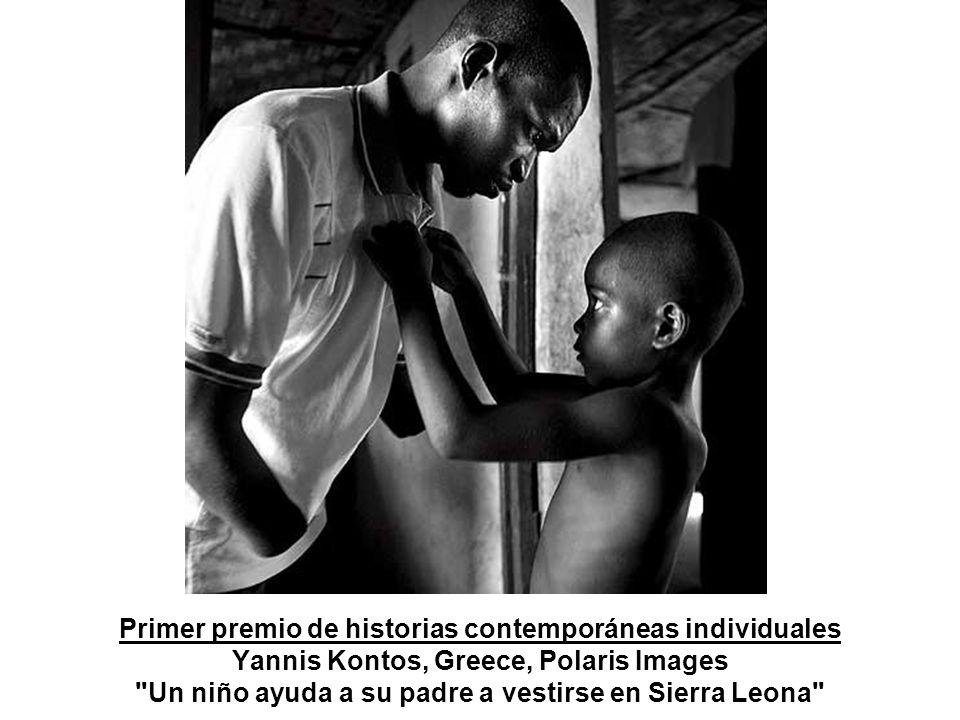 2º Premio de Arte y Espectáculo del World Press Photo 2005 De víctimas del maremoto del 2004 durante una ceremonia de conmemoración en Tailandia, realizada por el chino Xin Zhou para el diario Guangzhou Daily