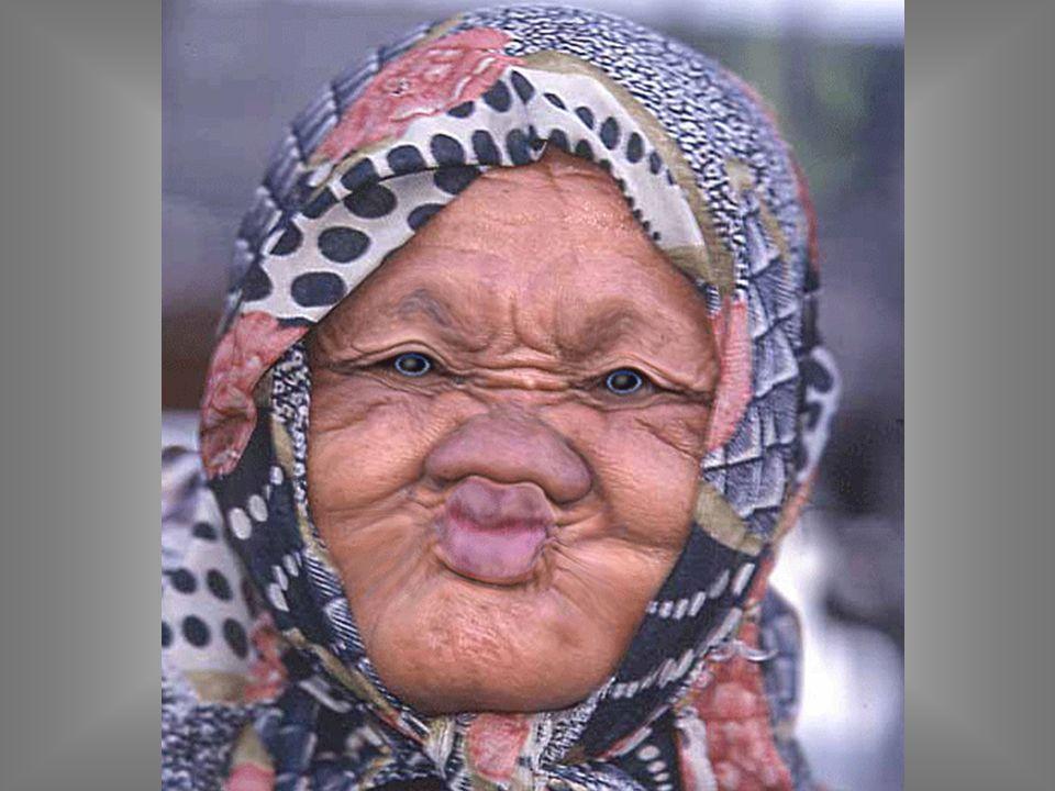 Una anciana a su odontólogo Vengo a que me saque los dientes...