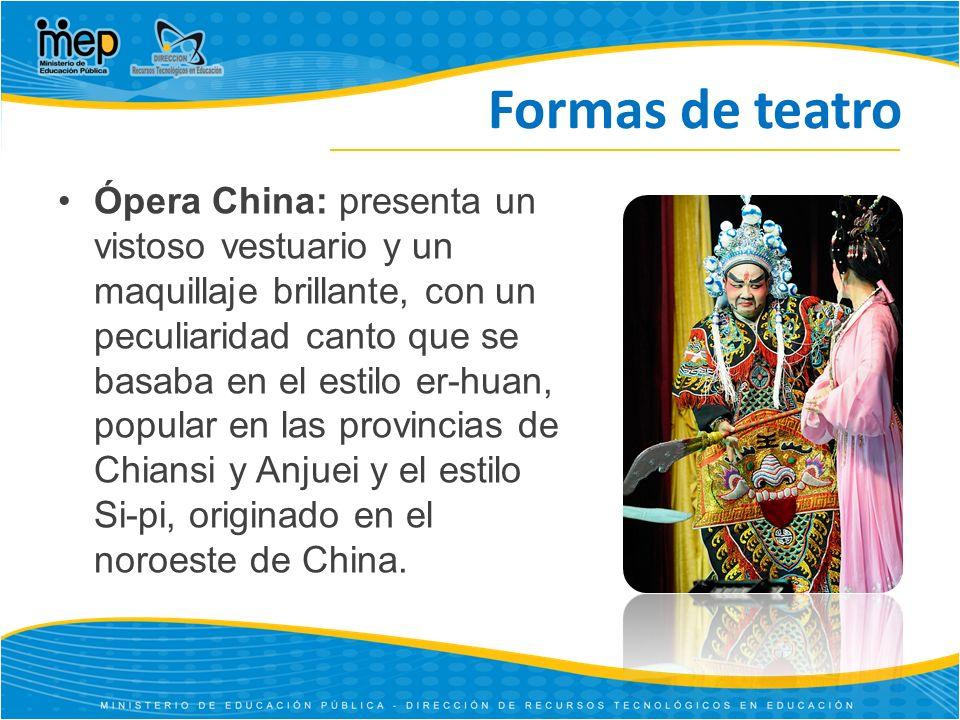 Formas de teatro Ópera China: presenta un vistoso vestuario y un maquillaje brillante, con un peculiaridad canto que se basaba en el estilo er-huan, popular en las provincias de Chiansi y Anjuei y el estilo Si-pi, originado en el noroeste de China.