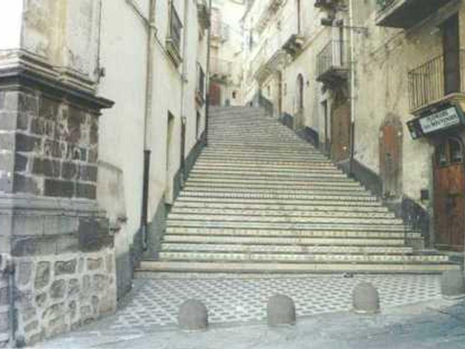 Centro histórico y subida Marinai
