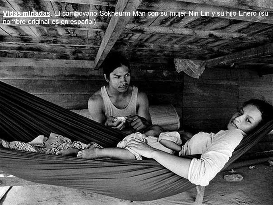 Una prótesis hecha con bambu en Camboya Una mina PMN2 (Rusia)