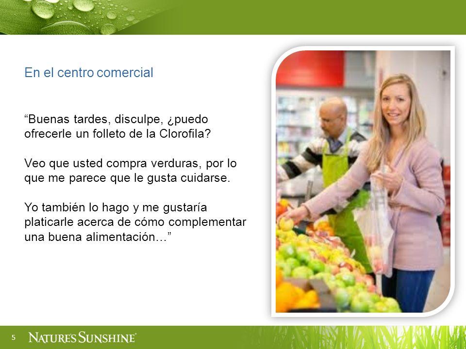 5 En el centro comercial Buenas tardes, disculpe, ¿puedo ofrecerle un folleto de la Clorofila? Veo que usted compra verduras, por lo que me parece que