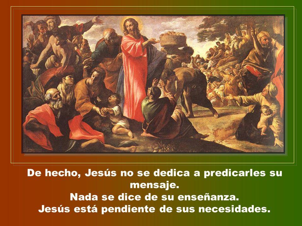 De hecho, Jesús no se dedica a predicarles su mensaje.