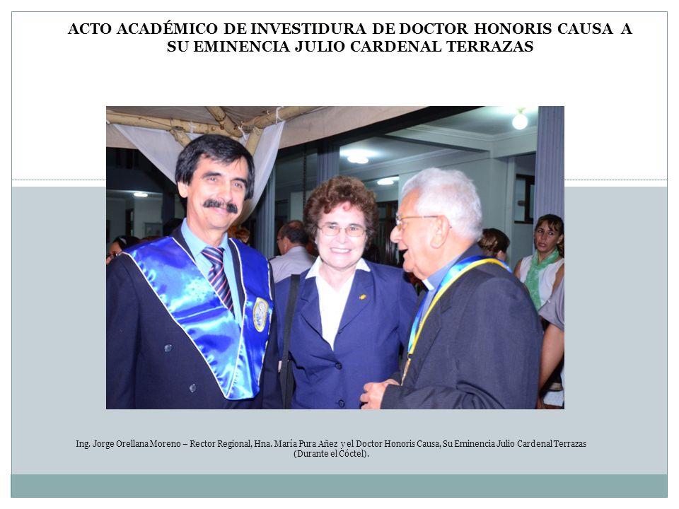 Ing. Jorge Orellana Moreno – Rector Regional, Hna. María Pura Añez y el Doctor Honoris Causa, Su Eminencia Julio Cardenal Terrazas (Durante el Cóctel)