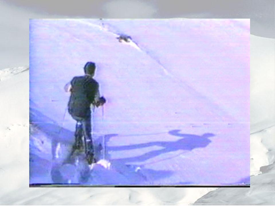 Cronología de los acontecimientos: Grupo de 3 esquiadores salen fuera de las pistas.
